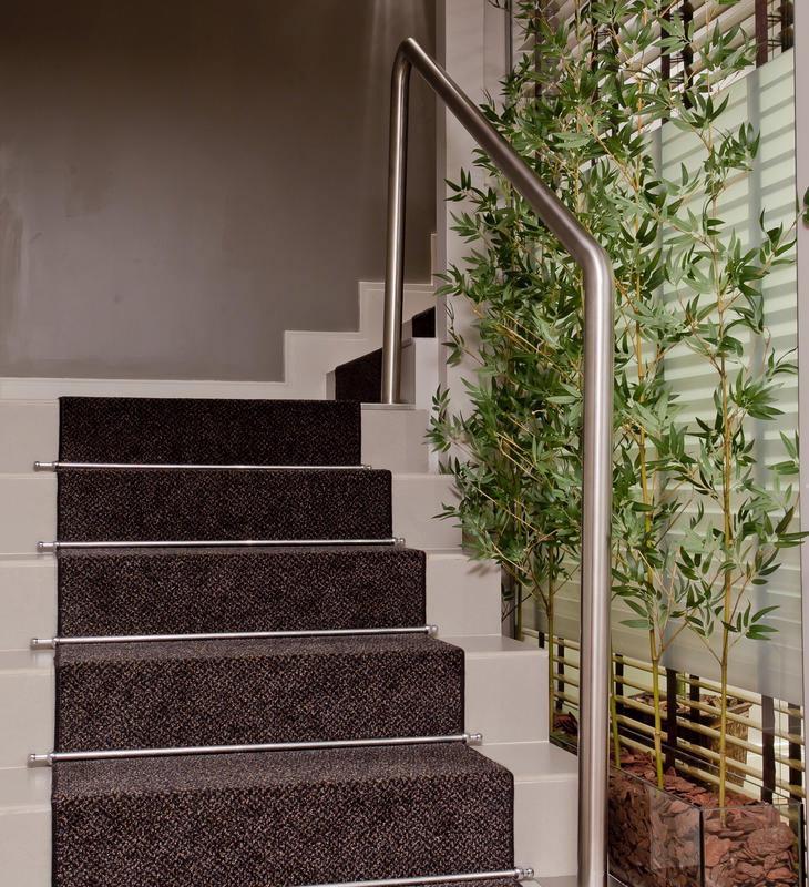 carpete-escada-de-concreto